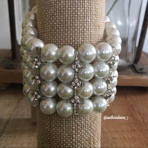 💕EUC Beautiful Faux Pearl Bracelet